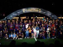 บาร์เซโลน่า ฉลองคว้าได้สองแชมป์ในสนาม Camp Nou