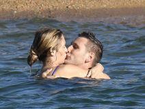 Jule กองหลังชาวเยอรมันกับแฟนสาวไปเที่ยวพักผ่อนที่ริมทะเลจูบกันที่ทะเล