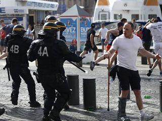 ตำรวจรวบ4รายหลังแฟนโปล-ยูเครนปะทะเดือด