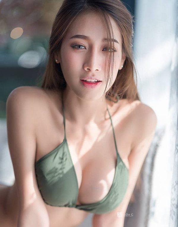 รูปภาพ น้องมุก' สาวสวย เซ็กซี่ สายตาออดอ้อน ชวนใจให้ไหวหวั่น!!